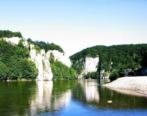 Reise unbedingt mit dem Schiff zum Kloster - Die einzigartige Naturlandschaft des Donaudurchbruchs solltest du nicht verpassen