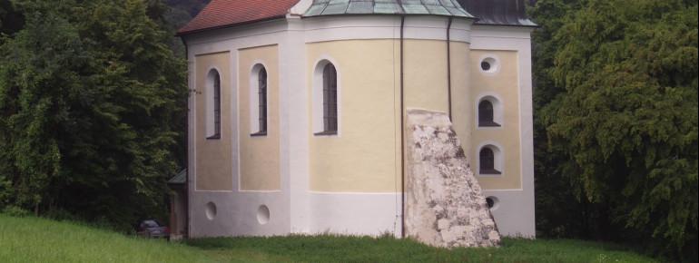 Die kleine Frauenbergkapelle steht oberhalb des Klosters