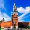Die Mauern des Kremlins sind einige hundert Jahre alt.