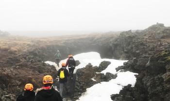 Der Lava Tunnel befindet sich unterhalb der Erdoberfläche im Südwesten Islands.