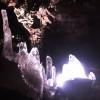 Der Lava Tunnel kann ganzjährig besucht werden. Auch in den milden Sommern verschwinden die Eisformationen selten ganz.