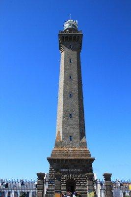 An der Landspitze von Cornouaille erhebt sich der 60 Meter hohe Phare d'Eckmühl