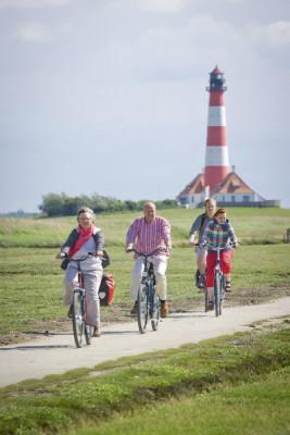 Der Turm kann von Ostersonntag bis Ende Oktober besichtigt werden. Viele fahren mit dem Rad hin.