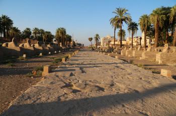 Überreste der Sphingenallee, die den Luxor-Tempel mit dem Komplex in Karnak verband