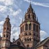 Die westliche Turmgruppe wurde im 18. Jahrhundert nach einem Brand im barocken Stil wieder aufgebaut.