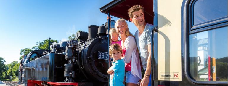 Ein Erlebnis für die ganze Familie sind die Dampflokfahrten mit der Bäderbahn Molli.