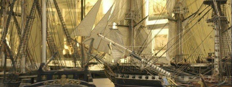 Schiffsnachbildungen im Meeresmuseum Galata