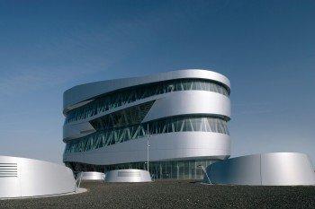 Die futuristische Außenansicht des Mercedes-Benz-Museums