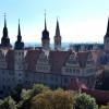 Das Dom-Schlossensemble thront auf dem Schlossberg oberhalb der Saale.