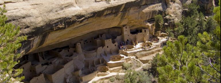 Im 13. Jahrhundert erbauten die Ureinwohner die Dörfer in den Felsen