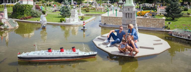 Bis zu 156 Modelle sind in dem Miniaturenpark Minimundus in Klagenfurt zu besichtigen, darunter die Schiffe Queen Mary und Sao Gabriel, die New Yorker Freiheitsstatue, die Insel im Bleder See und der Turm von Belem in Lissabon.