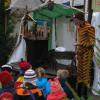 Jeden Samstag in der Vorweihnachtszeit findet auf dem Markt ein Puppenspiel für Kinder statt.