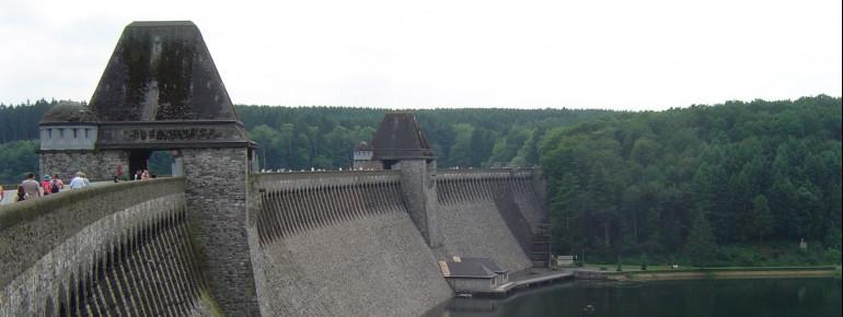 Blick auf die Möhnesee Staumauer