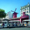 Viele Stadtführungen führen auch am Moulin Rouge vorbei.
