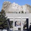 Eingang zur Gedenkstätte mit der Avenue of flags
