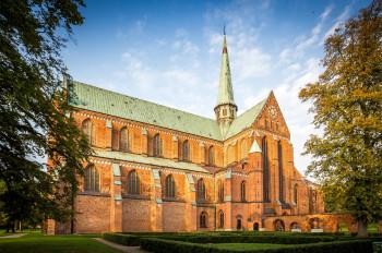 Der Grundriss des Münster Bad Doberan ist eine kreuzförmige, dreischiffige Basilika.
