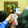 Von einer großen Menschentraube umrundet ist stets das Gemälde der Mona Lisa.