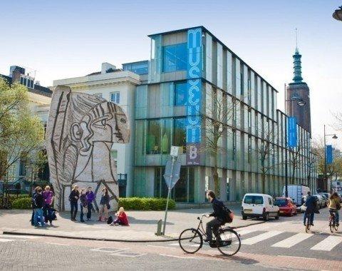 Das Gebäude liegt mitten im Museumspark Rotterdams