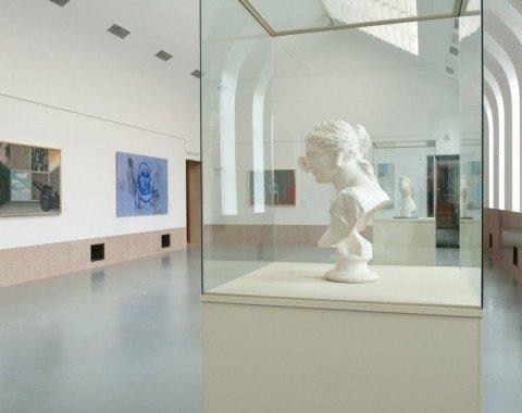 Lichtdurchflutete Ausstellungsräume
