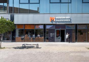 Das Museum der Illusionen befindet sich in der Karl-Liebknecht-Straße in Berlin, in der Nähe des Fernsehturms.