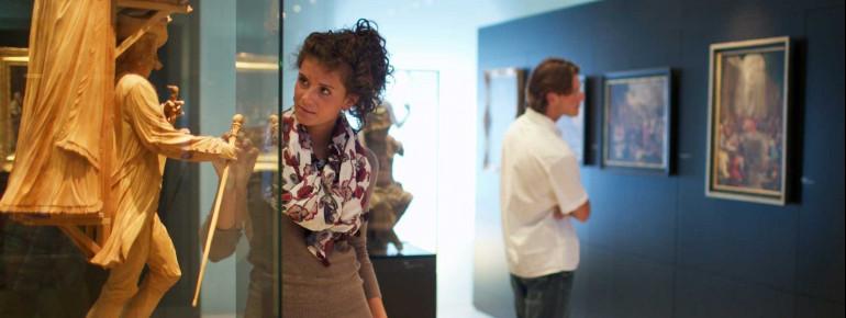 Bestaune die Kunstwerke und Skulpturen