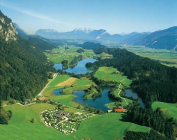 Der Museumsfriedhof befindet sich in der idyllisch gelegenen Ortschaft Kramsach in Tirol.
