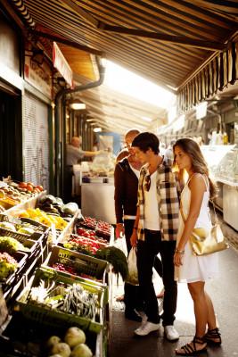 Der Naschmarkt bietet an ca. 30 Verkaufsständen Obst und Gemüse, sowie saisonale Ware.