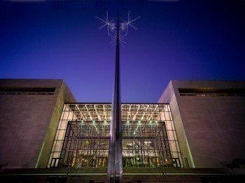 Die Außenfassade des Smithsonian National Air and Space Museum.