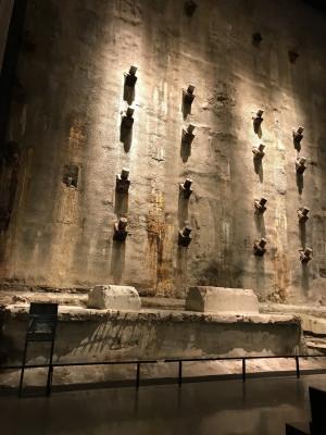 Eindrucksvoll und beklemmend - die Überreste des World Trade Centers im 9/11 Museum