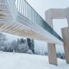 Die Windklangskulptur auf dem Erbeskopf im Winter.