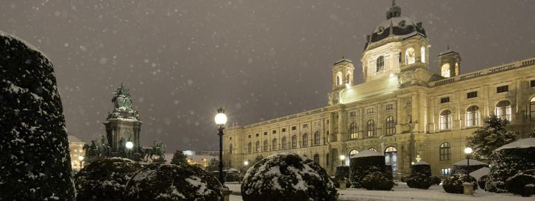 Der Bau des Museums wurde 1871 von den Architekten Gottfried Semper und Carl Hasenauer begonnen.