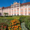 Das prächtig ausgebaute Neue Schloss ist eine der schönsten Barockresidenzen der Region.