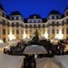An den ersten beiden Adventswochenenden findet im Innenhof das traditionelle Weihnachten im Schloss statt.