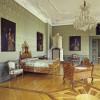 Das barocke Kinderbett steht im Zweiten Grünen Zimmer.