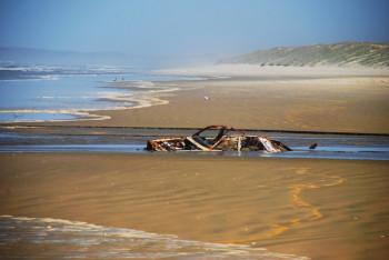 Am Ninety Mile Beach ist schon so manches Auto von den Fluten verschuckt worden.