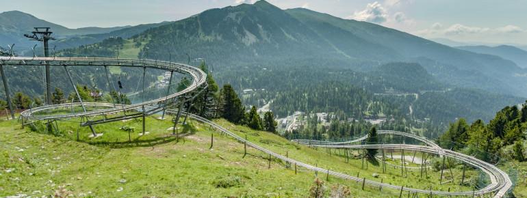 Steilve Kurven, Wellen und Sprünge erwarten dich auf den 1,6 Kilometern ins Tal.