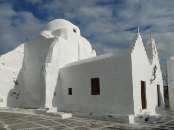 Die Eingangsgebäude der Kirche