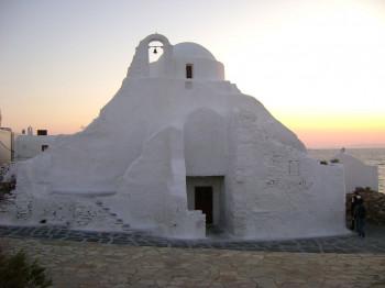 Die Kirche bei Sonnenuntergang