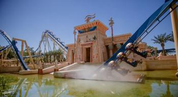 Mit Oziris tauchst du aus 40 Metern Höhe ins Wasser ab.