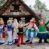 Im Park triffst du auf die Figuren aus Asterix und Obelix.