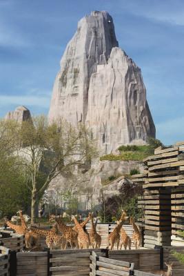 Der 65 Meter hohe Felsen ist das Wahrzeichen des Parc Zoologique.