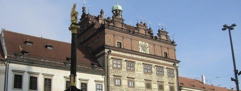 Rathaus mit Kaiserhaus und Pestsäule
