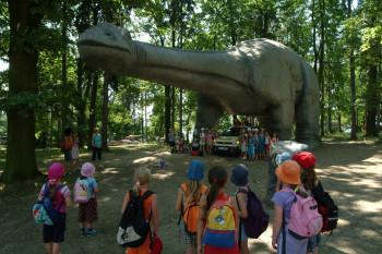 Beeindruckende, lebensgroße Dinosaurier im Dinopark