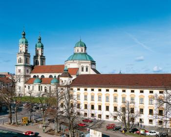 Die Residenz wurde ab 1651 als erste monumentale Klosteranlage in Deutschland nach dem 30 jährigen Krieg errichtet.