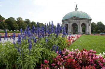 Das 1615 von Heinrich Schön errichtete Pavillon ist das Zentrum des Hofgartens.