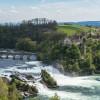 Der Rheinfall bietet ein imponierendes Naturschauspiel.