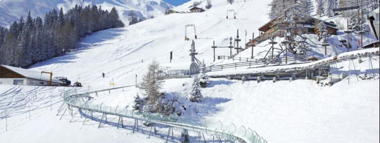 Mit der Schlittenführung auf Schienen ist die Rodelbahn Pradaschier sowohl im Sommer als auch im Winter befahrbar.