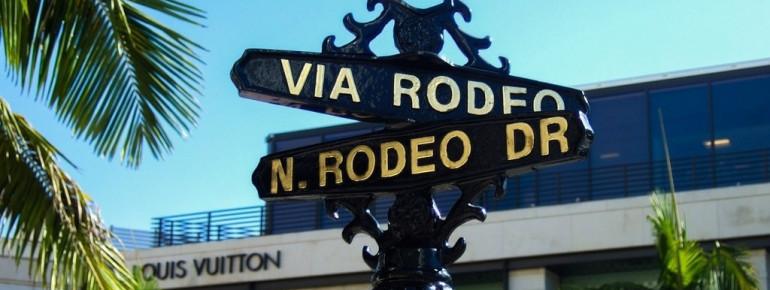 Der Rodeo Drive ist eine exklusive Einkaufs- und Flaniermeile