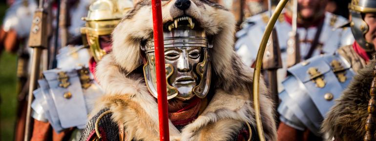Jeden Sommer findet Bayerns größtes Römerfest mit historischen Gladiatoren-Schaukämpfen, Speerwurf-Vorführungen germanischer Krieger und Legionären in voller Rüstung statt.