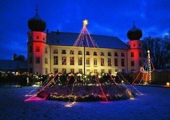 Ein ganz besonderes Ambiente verspricht der Weihnachtsmarkt auf Schloss Tüßling.